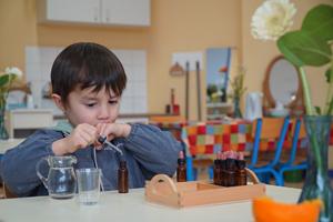 Szenenbild Das Prinzip Montessori - Die Lust am Selber-Lernen